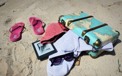 strandkoffer en e-reader voor vakantie