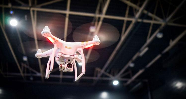binnen vliegen met een drone