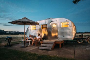 Must-have gadgets voor een vakantie met caravan