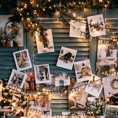Guirlande, kerstverlichting en foto's