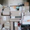 Pakketjes in bezorgbus