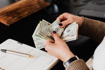 Geldbiljetten tellen