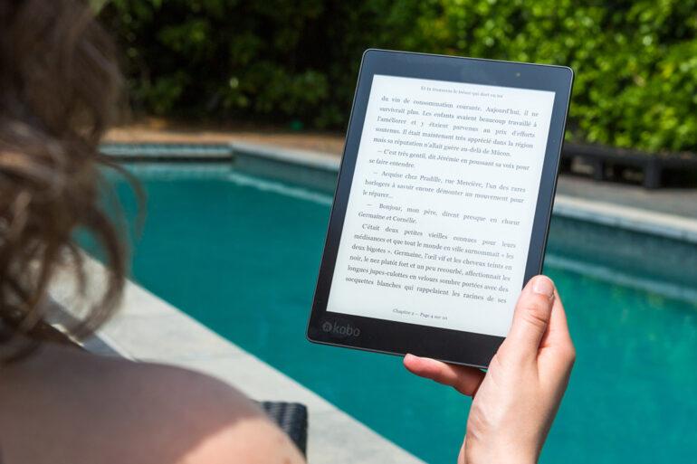 E-book bij het zwembad